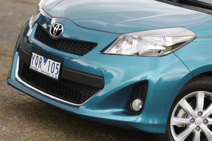 2012 toyota yaris yrx review