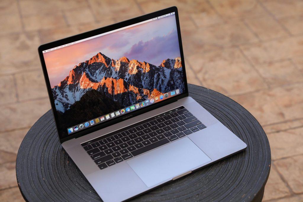 apple macbook pro 2017 review